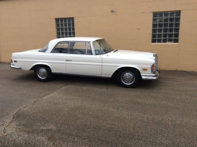 1967 Mercedes-Benz 200-Series Coupe