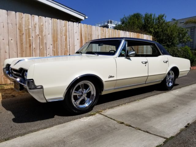 1967 Oldsmobile Cutlass Cutlass Supreme Holiday Hardtop
