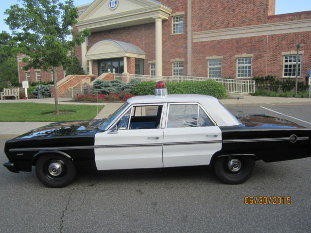 1967 plymouth four door vintage police car gumball light siren dog dish caps 318 for sale. Black Bedroom Furniture Sets. Home Design Ideas