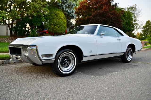 1968 White Buick Riviera Coupe Coupe with Black interior