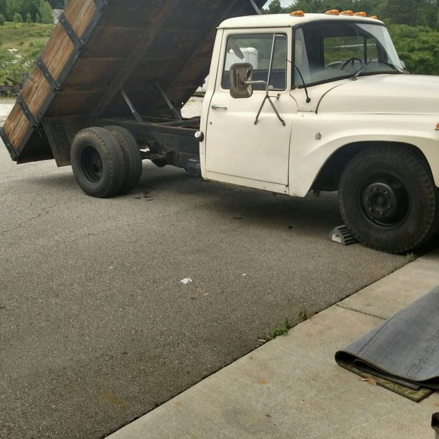 1968 International Harvester 1300c dumo truck 1300c