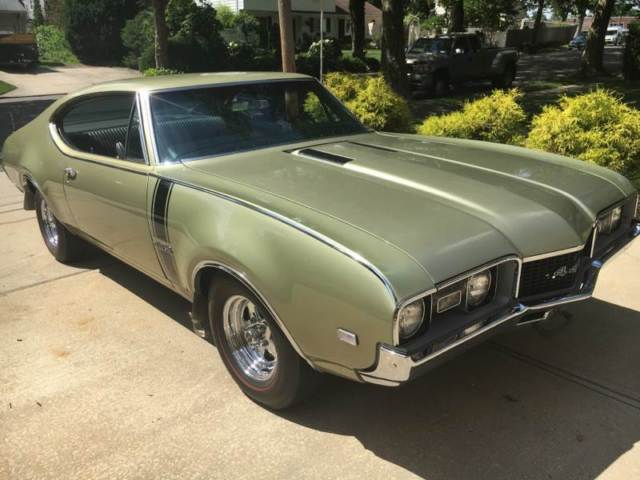 1968 Oldsmobile Cutlass 442 Holiday Coupe