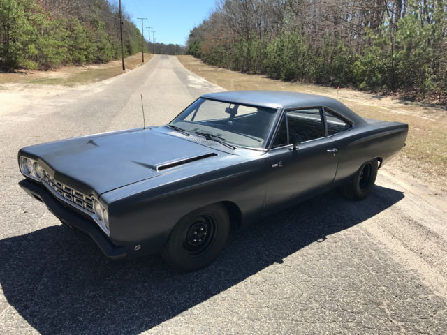1968 Plymouth Road Runner decor