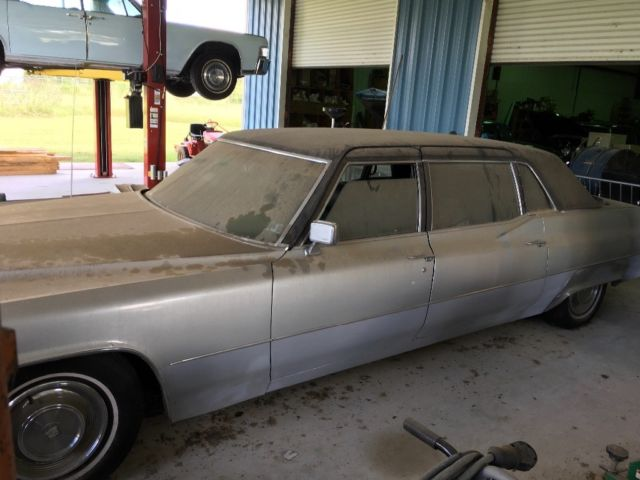 1969 Cadillac Fleetwood Limousine