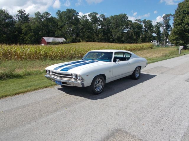 1969 White Chevrolet Chevelle Coupe with BLUE interior