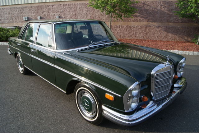 1969 mercedes benz 280se base 2 8l dark olive black for Mercedes benz 108