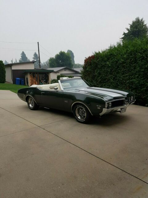 1969 Green Oldsmobile 442 442 Convertible with parchment interior