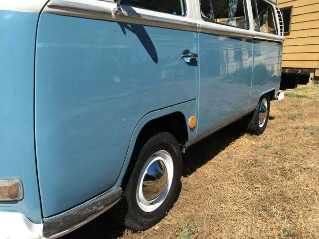 1969 Blue Volkswagen Bus/Vanagon Van Camper with Black interior