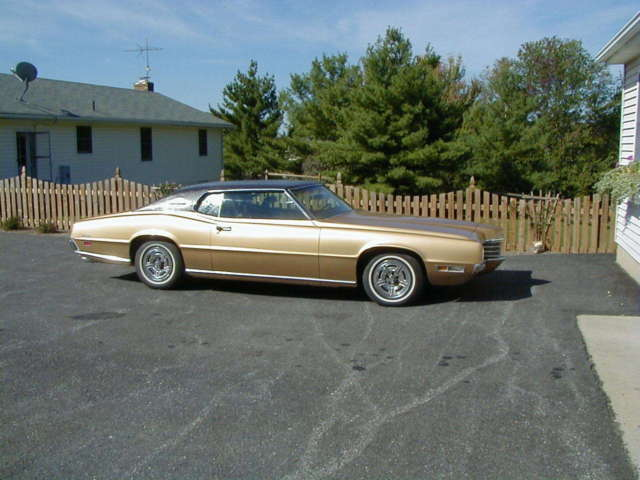 1970 Ford Thunderbird 2 Door Coupe with Brown Vinyl Top