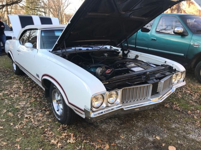 1970 White Oldsmobile 442 Convertible with Black interior