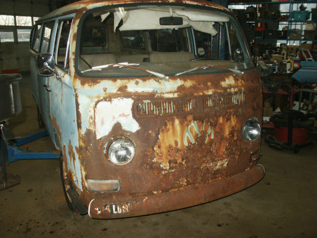1970 Volkswagen Bus/Vanagon VW bus with windows, second and third seats