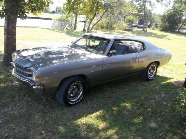 1971 Silver Chevrolet Chevelle Coupe with Gray interior