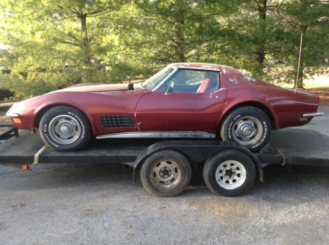 1971 Red Chevrolet Corvette Coupe with Red interior