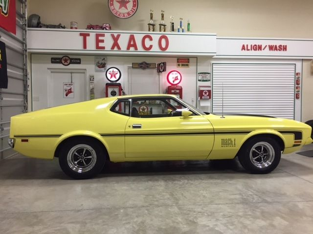 1971 Ford Mustang Mach 1 w/ Deluxe Interior