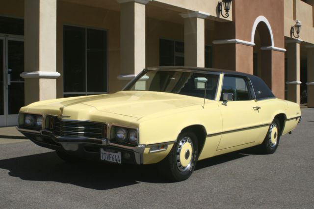 1971 Ford Thunderbird 2 Door Coupe with Black Vinyl Top