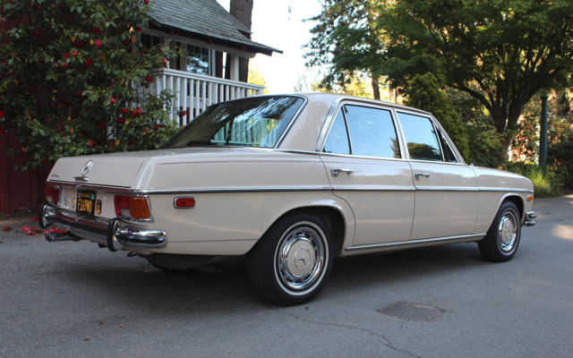 1971 Mercedes-Benz 200-Series 250