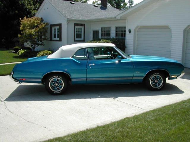 1971 Oldsmobile Cutlass SUPREME CONVERTIBLE BLUE WITH A WHITE TOP MUST SEE