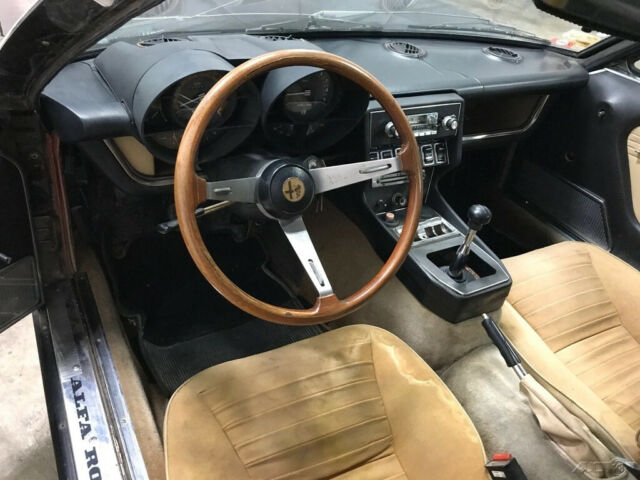 1972 Brown Alfa Romeo Montreal Coupe with Tan interior