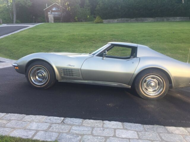 1972 Pewter/Silver code 924 Chevrolet Corvette Coupe with Black code 400 interior