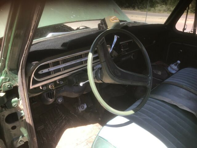 1972 Green Ford F-250 Standard Cab Pickup with Green interior