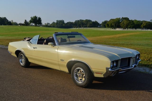 1972 Oldsmobile Cutlass 442 trim package