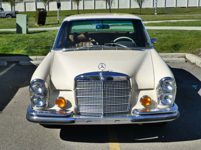 1973 Mercedes-Benz 200-Series SE