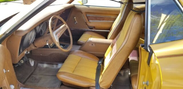 1973 Gold Ford Mustang Coupe with Gold interior