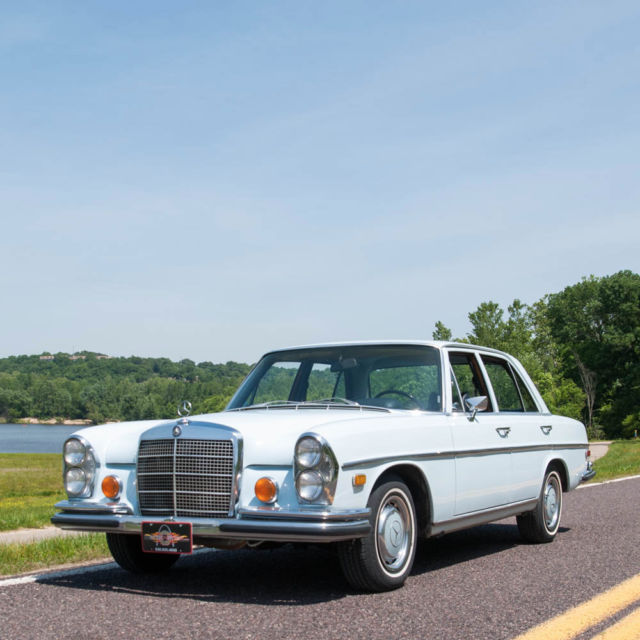 1973 Mercedes-Benz 200-Series 280SE