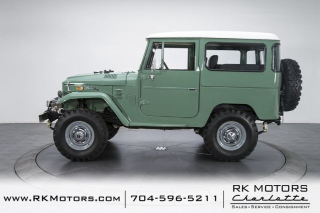 1973 Green Toyota Land Cruiser FJ40 SUV with Gray interior