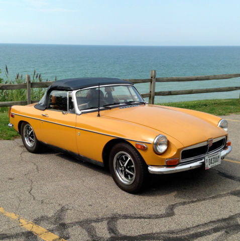 1974 MG MGB  VINTAGE CLASSIC CONVERTIBLE SPORTS CAR