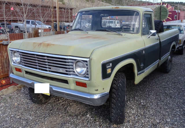 1975 International Harvester D200