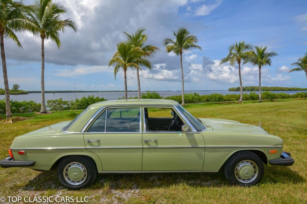 1975 Mercedes-Benz 200-Series 4DR Sedan