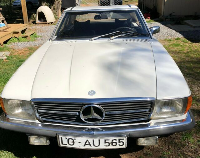 1975 Mercedes-Benz 200-Series