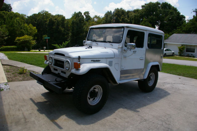 1975 Toyota Land Cruiser FJ43 soft top