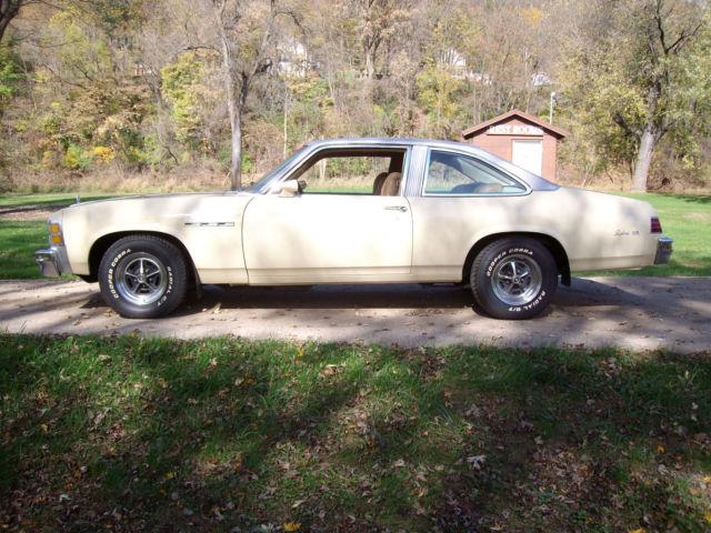 Buick skylark 1976 4 door