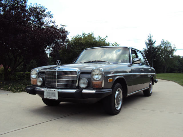 1976 Mercedes-Benz 200-Series