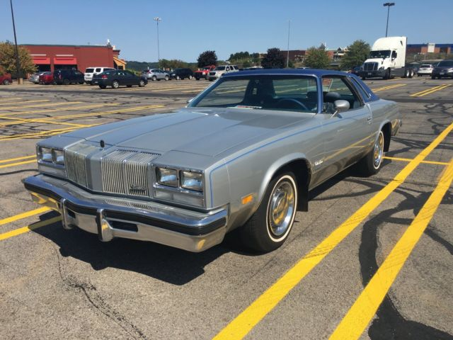 1976 Oldsmobile Cutlass 2 dr vinyl hard top