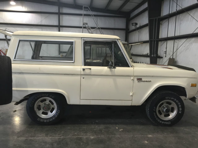 1977 Ford Bronco 4 WHEEL DRIVE