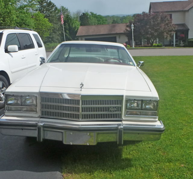 Buick Regal 2 Door Coupe: 1977 Buick Regal Base Coupe 2-Door 5.0L White W/white