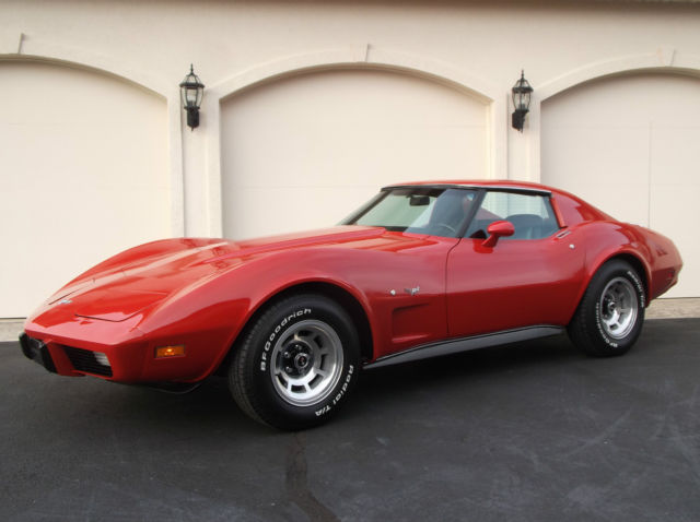 1977 Chevrolet Corvette 2-Door T-Top Sport Coupe
