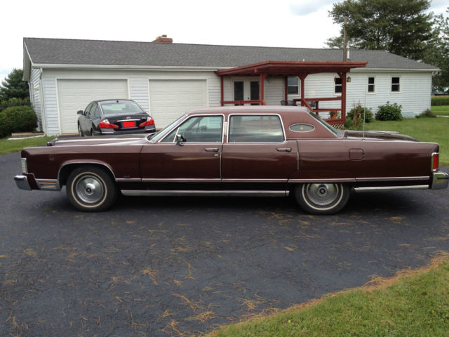 1977 lincoln continental town car 4 door 32 000 miles for sale photos technical specifications. Black Bedroom Furniture Sets. Home Design Ideas