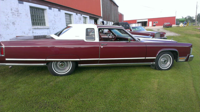 1977 Lincoln Continental Town Coupe - Beautiful Car