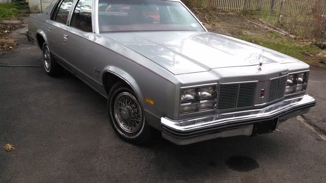 1977 Oldsmobile Eighty-Eight Royal Brougham