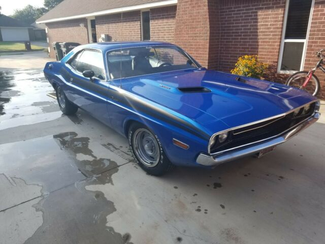 1970 Blue Dodge Challenger Coupe with Blue interior
