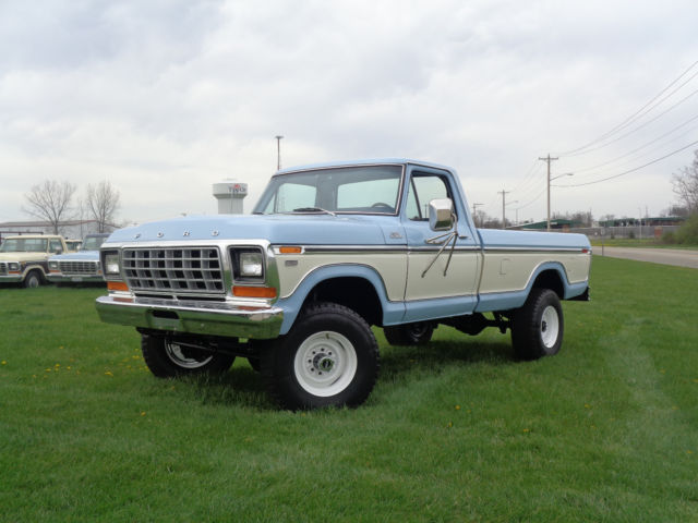 1979 Ford F-250 TWO TONE BLUE/WHITE