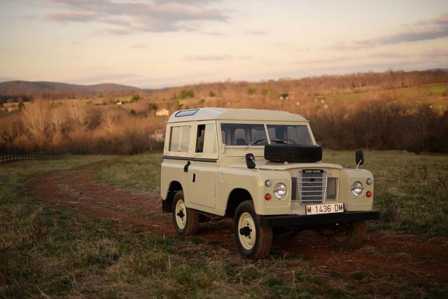1979 Land Rover Defender Series-III 88 Santana