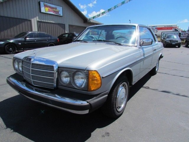 1979 Mercedes-Benz 200-Series
