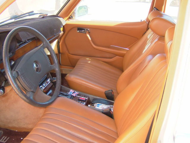 1979 Mercedes-Benz 200-Series Leather