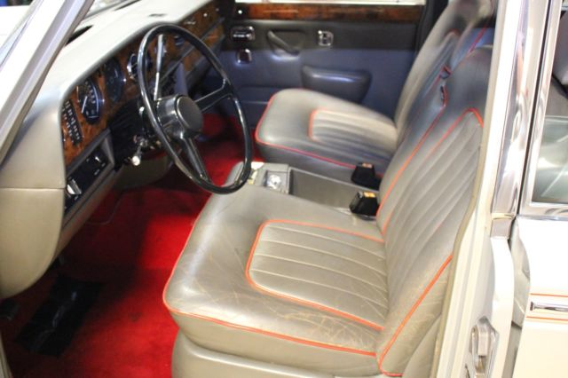 1979 Silver Rolls-Royce Silver Shadow Silver Shadow 2 Silver Anniversary Edition with Grey-Red interior