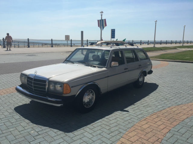 1980 Mercedes-Benz 300-Series STATION WAGON